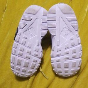 Nike Shoes - Nike hurauche's